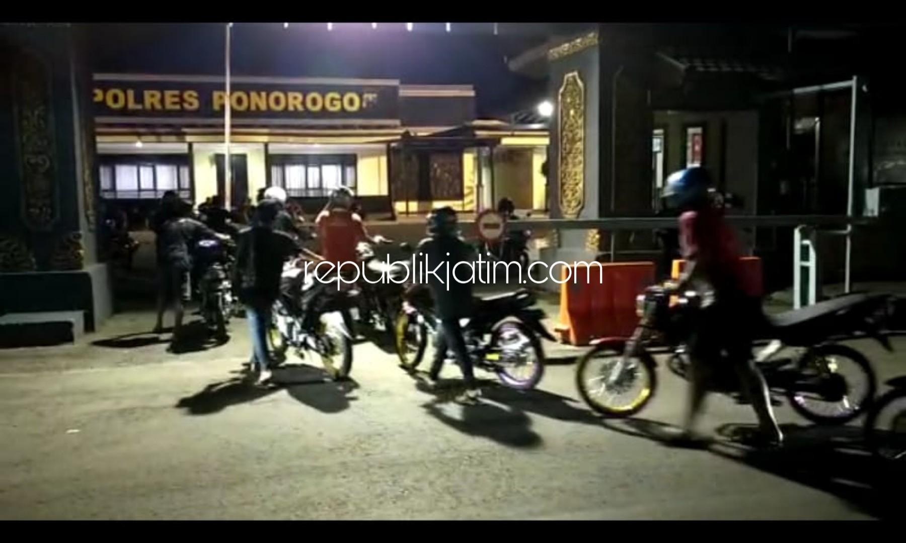 Polres Ponorogo Grebek Arena Balap Liar, 36 Pemilik Motor Diminta Dorong Motornya