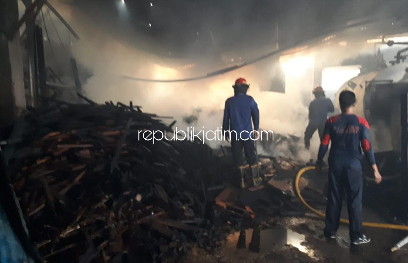 Pabrik Tahu di Balongbendo Ludes Terbakar