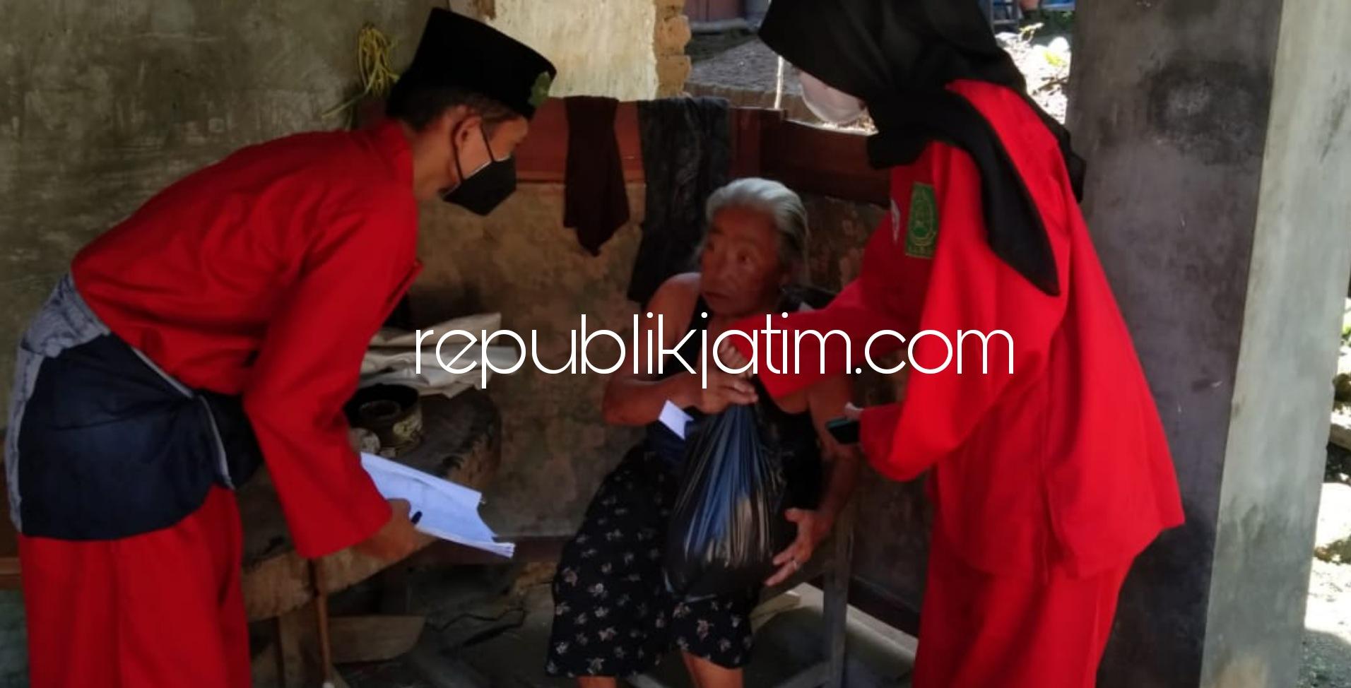 Pendekar PN Gasmi Bagikan Ratusan Paket Sembako dan Masker untuk Warga Miskin