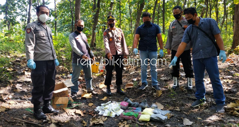 Polsek Sampung Musnahkan Barang Bukti Bahan Peledak Jenis Serbuk Petasan di Hutan