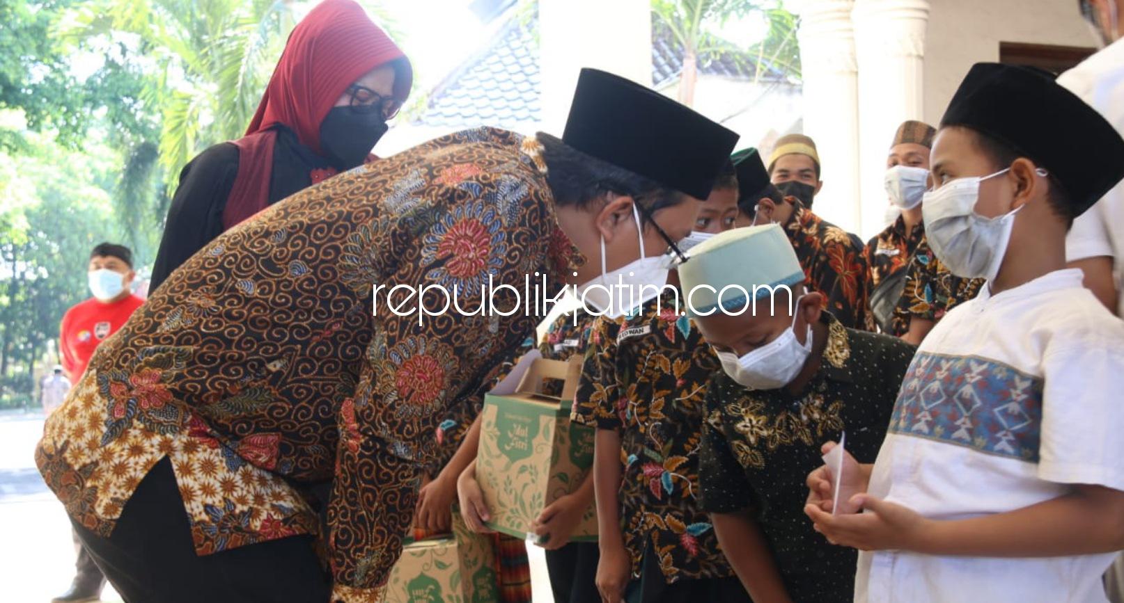 Peringati May Day Karyawan PT Ecco Indonesia Bagikan 1.500 Paket Santunan untuk Anak Yatim dan Dhuafa
