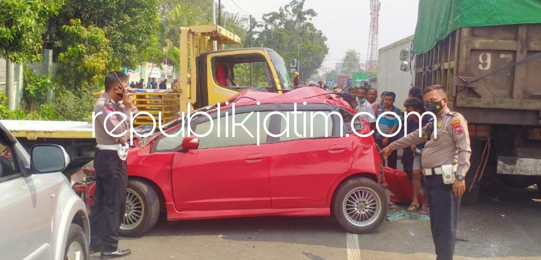 Kecelakaan Beruntun Libatkan 7 Kendaraan di JL Raya Sidorejo Picu Kemacetan Jalur Mojokerto - Surabaya