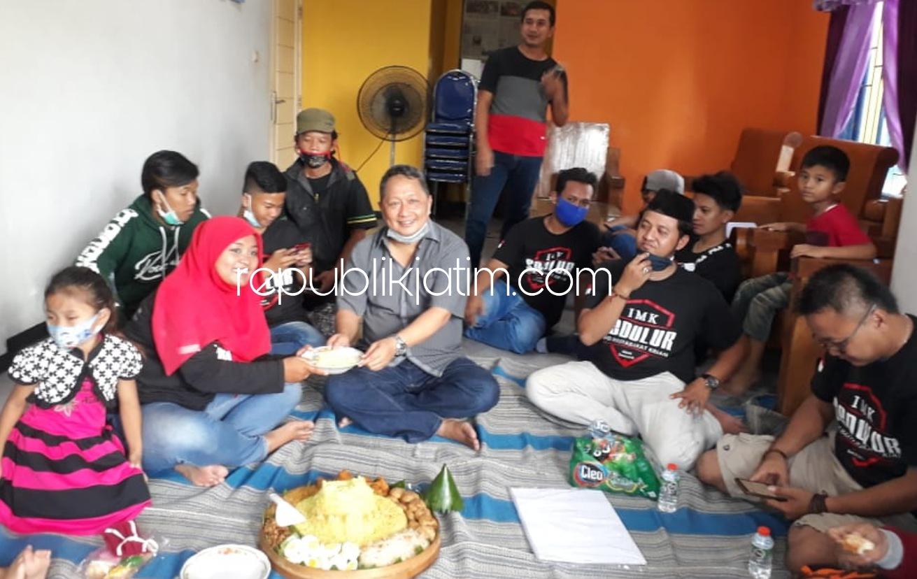 Admin dan Followers IMK Syukuran Usia 2 Tahun dengan Potong Tumpeng di Bascamp Kraton