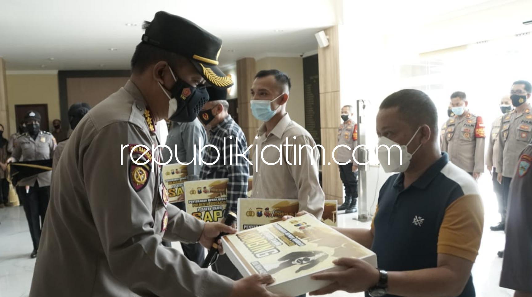 Polresta Sidoarjo Sembelih Hewan Qurban di RPH, Daging Disalurkan Door to Door