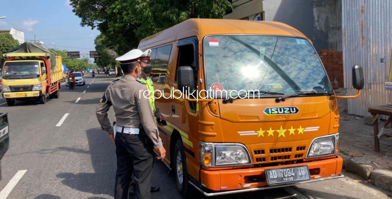 Selama PPKM Darurat, Polisi Tindak Tegas Travel Gelap Melintasi Perbatasan Ponorogo