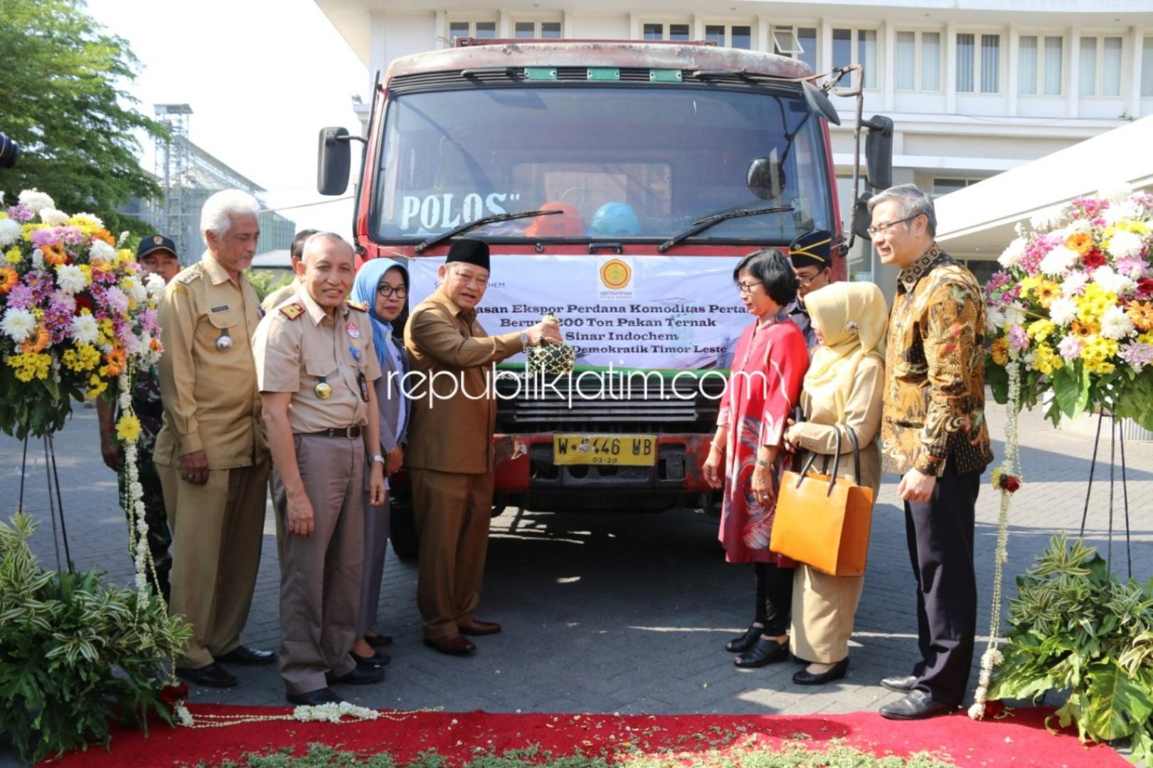 Bupati Berangkatkan Ekspor 200 Ton Pakan Ternak, Sidoarjo Jadi Kota Ekspor