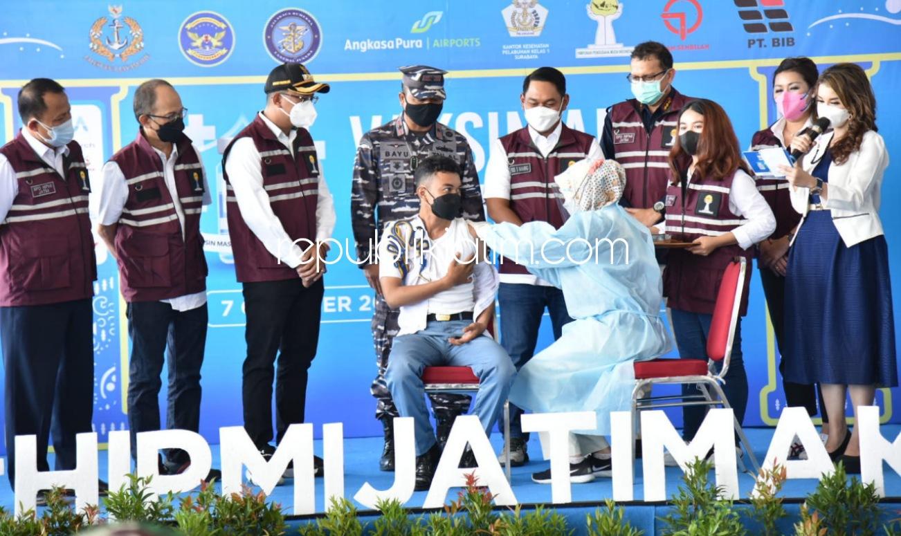 Gus Muhdlor Apresiasi HIPMI Jatim dan Angkasa Pura I Gelar Vaksinasi Massal 5.000 Dosis di Bandara Juanda