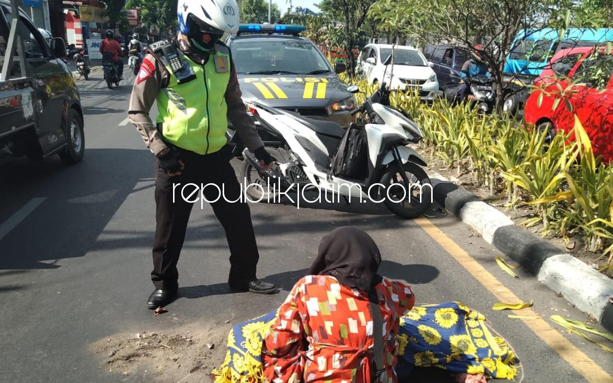 Diduga Ngantuk, Motor Ngerem Mendadak Perempuan Surabaya Tewas Tertabrak Truk di Buduran