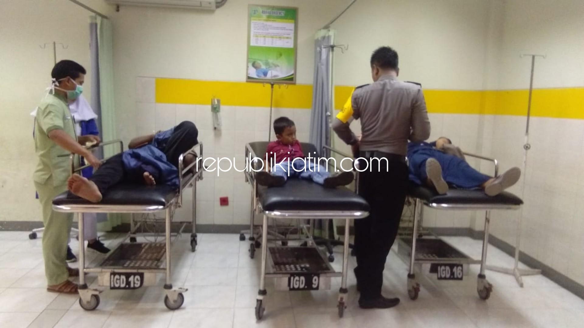 Disrempet Mini Bus, 3 Orang Sekeluarga Dirawat di RSUD Hardjono Ponorogo
