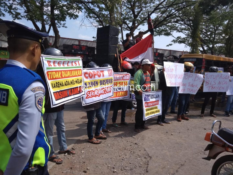 Aktivis Ponorogo Desak Dishub Tertibkan Bus Tanpa Trayek