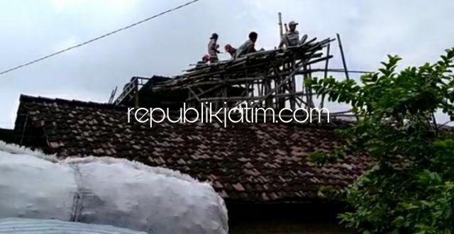 Alami Ganggguan Kejiwaan, Robil Bikin Rumah Bambu di Atas Rumah Warga Seketi Dibongkar