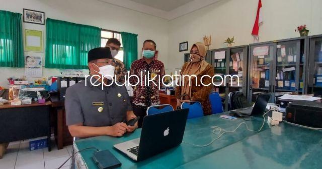 Kunjungi SMPN 1 Sidoarjo, Pj Bupati Minta Dindik dan Kasek Sesuaikan Dana BOS untuk Jaringan Daring