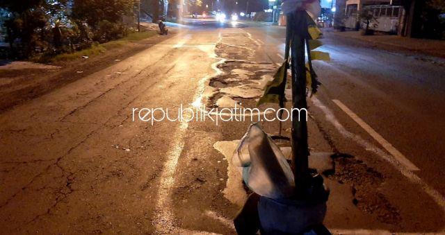 Tak Kunjung Ditambal, Warga Jabaran Balongbendo Tanam Pisang di JL Raya Surabaya - Mojokerto