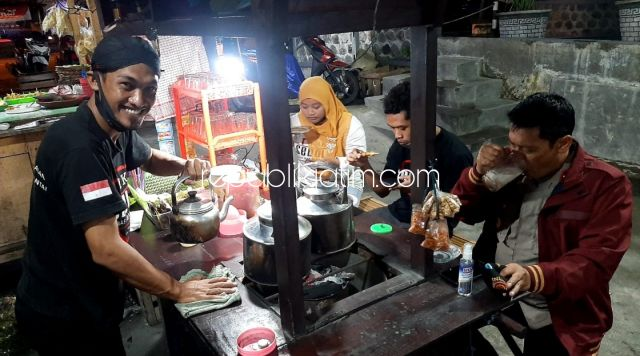 Angkringan Warso Kemangsen, Wedang Jahe Dan Sambel Nasi Kucing Khas Makanan Solo Kuatkan Imun Konsumen