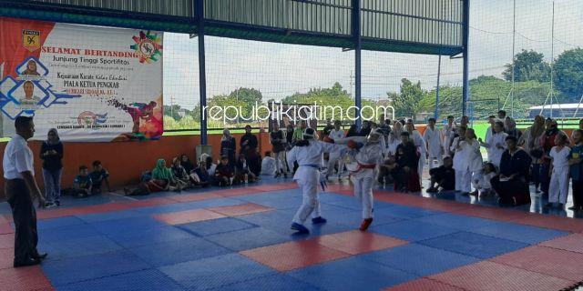 Ratusan Atlet Karate Berlaga Berebut Piala Lemkari Sidoarjo