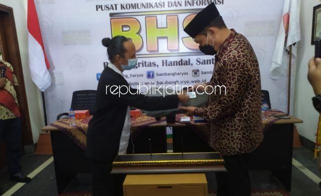 Peduli Kebudayaan dan Kesenian, BHS Terima Penghargaan Prasasti Aksara Jawa