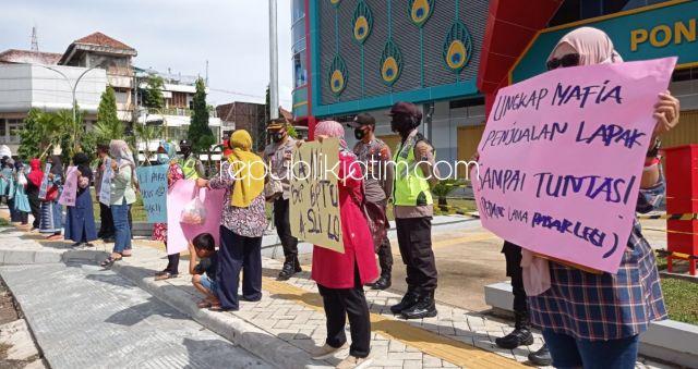 Diduga Dijual Belikan, Puluhan Pedagang Lama Pasar Legi Ponorogo Tuntut Kejelasan Pembagian Lapak