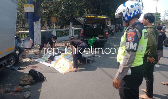 Ban Meletus, Sopir Mobil Pikup L 300 Tewas Tabrak Tiang Reklame JL Raya Taman Sidoarjo