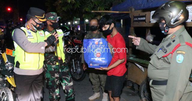 Patroli Skala Besar Malam Idul Adha 1442 Hijriyah, Kapolres dan Dandim Ponorogo Bagikan Sembako