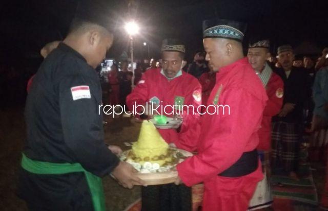 Malam 1 Suro, Ratusan Pendekar di Ponorogo Gelar Tahlil 1.000 Obor Dan Takir