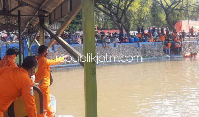 Seorang Pria Dikabarkan Tenggelam di Sungai Prambon, di TKP Hanya Ditemukan Sepasang Sandal