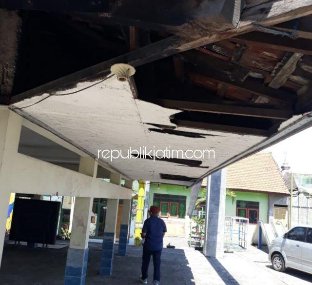 Atap Jebol, Bangunan Balai Desa Kebakalan Porong Rusak Berat Dibiarkan