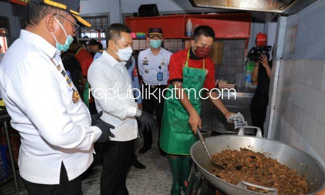 Rombongan Anggota Komisi III DPR RI Cicipi Semur Daging Masakan Warga Binaan Rutan Medaeng